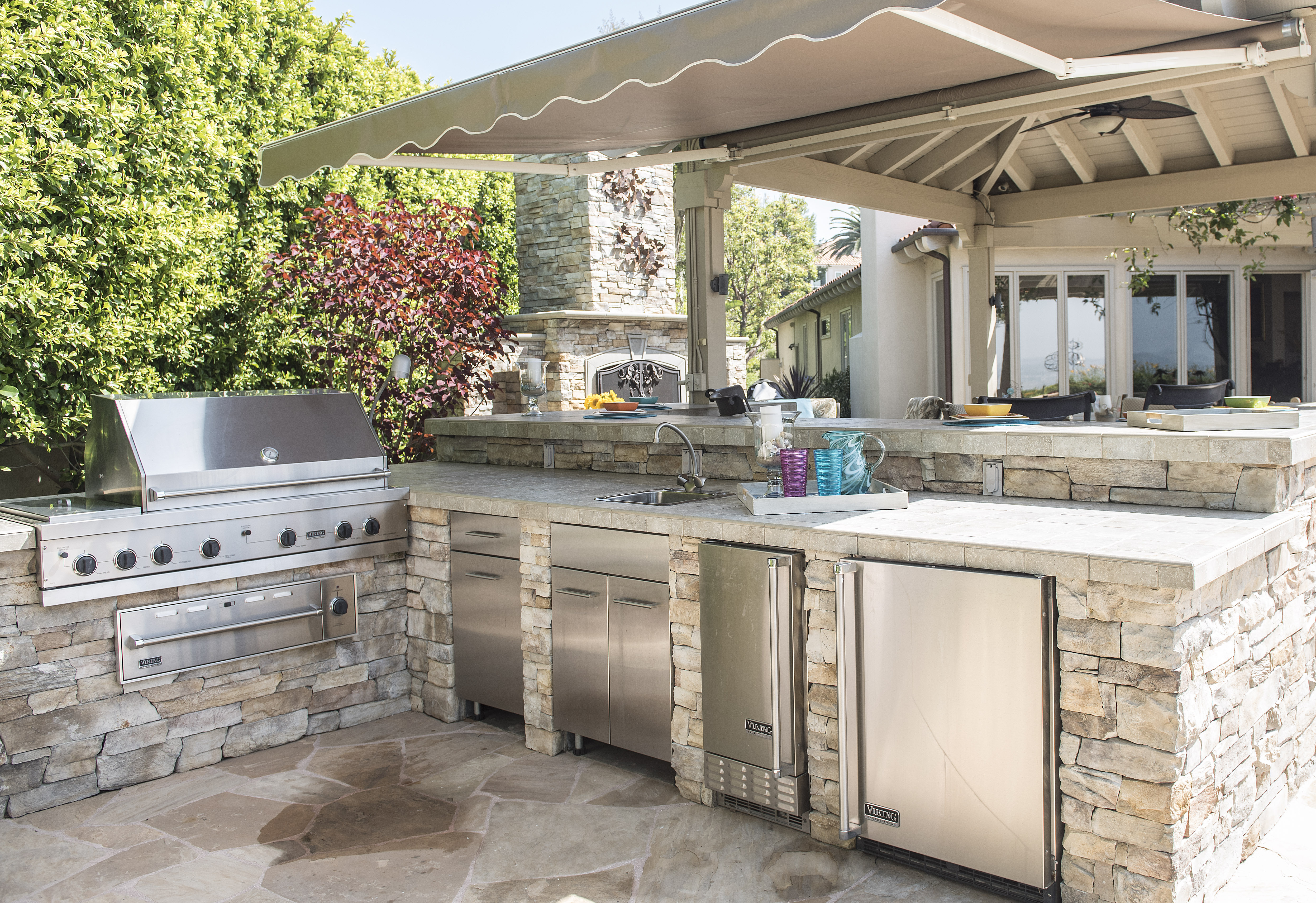 an outdoor kitchen at the home of mary and michael fry in IFQWEAL
