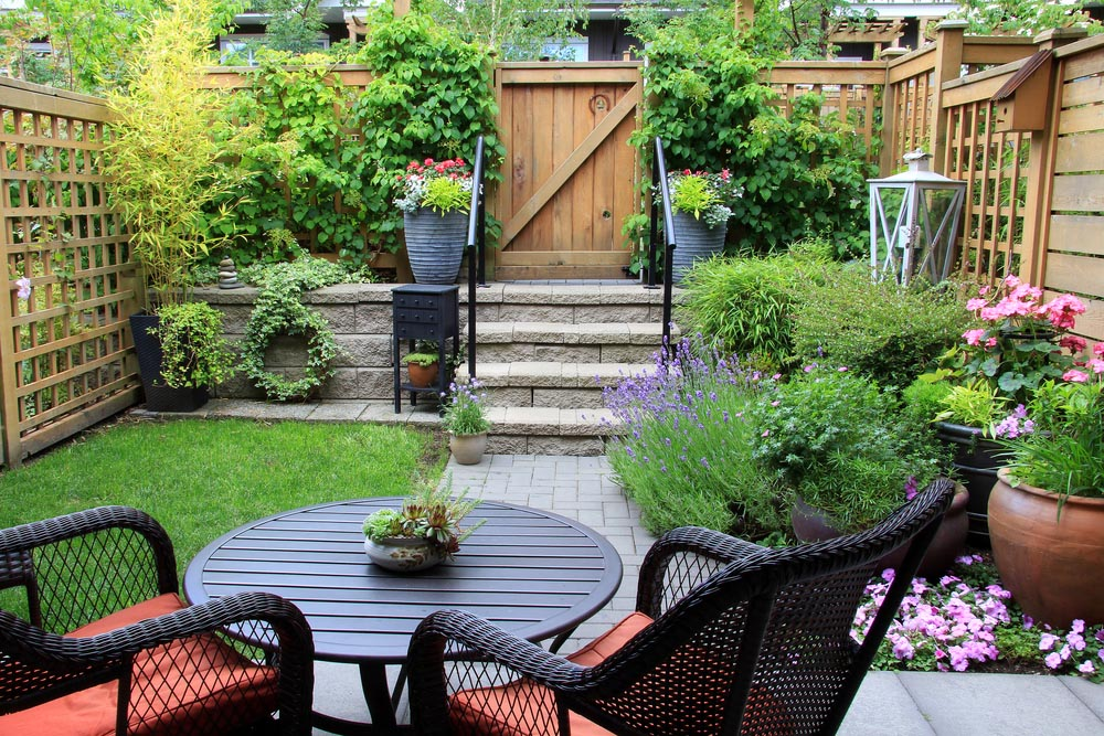 backyard garden hereu0027s a great example of what can be accomplished within a limited PJYETAY