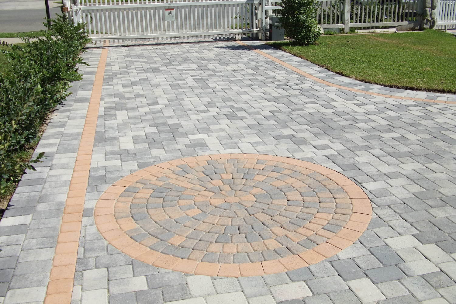 brick driveway designing unique driveway brick paving patterns are just one way to give OUDOGSU