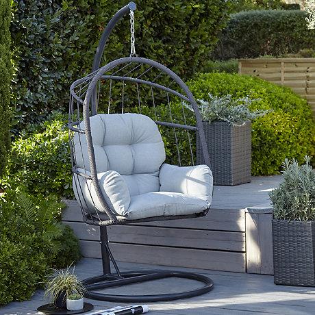 choosing the right material for garden furniture QTIHUDZ