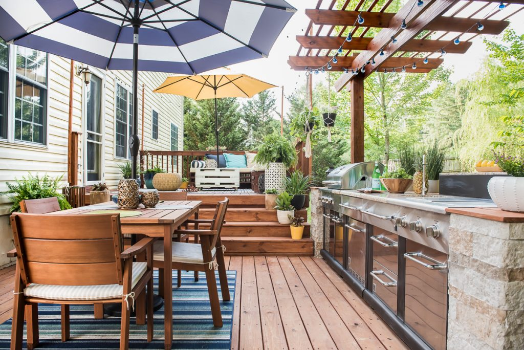 Rejuvenate your Outdoor with Outdoor Kitchen