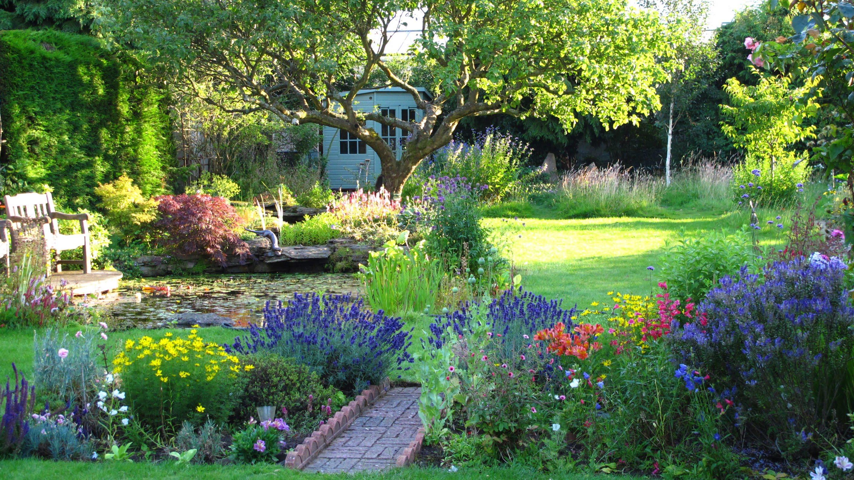 country gardens u0027the cottageu0027 garden in surrey - an english country garden through the MDGUWLA