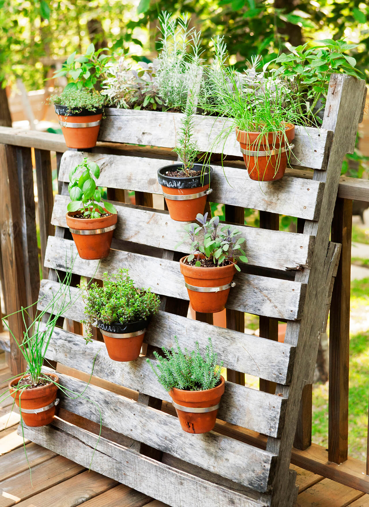 creative garden ideas 18. palette and pot planter for small spaces DKXEYVU