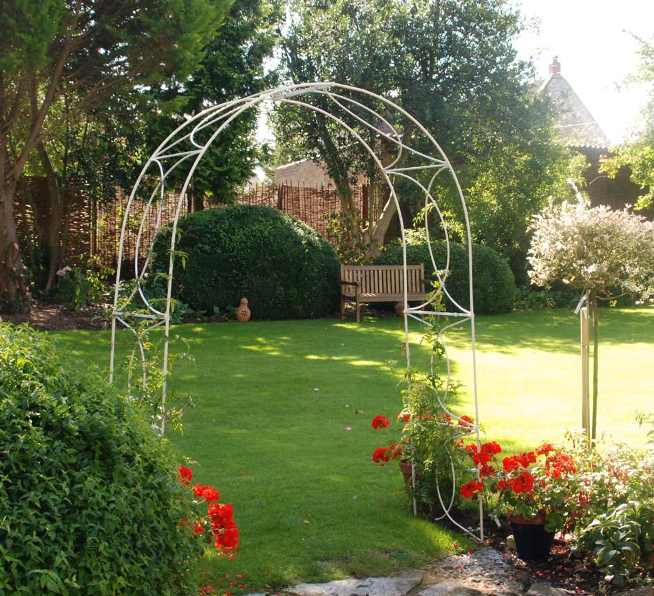 crossover garden arches white 4 foot opening UMKELAB
