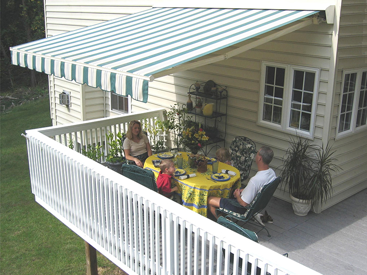 HOW TO SELECT THE RIGHT DECK AWNING