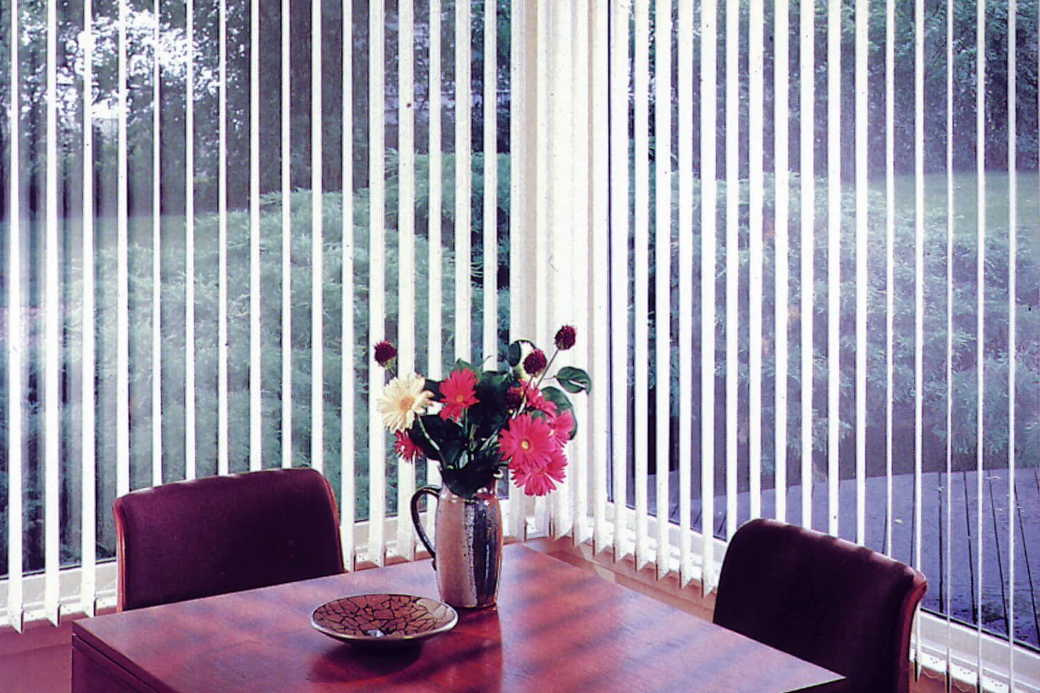 fabric vertical blinds in the breakfast nook allows you to control how TNCXEAW