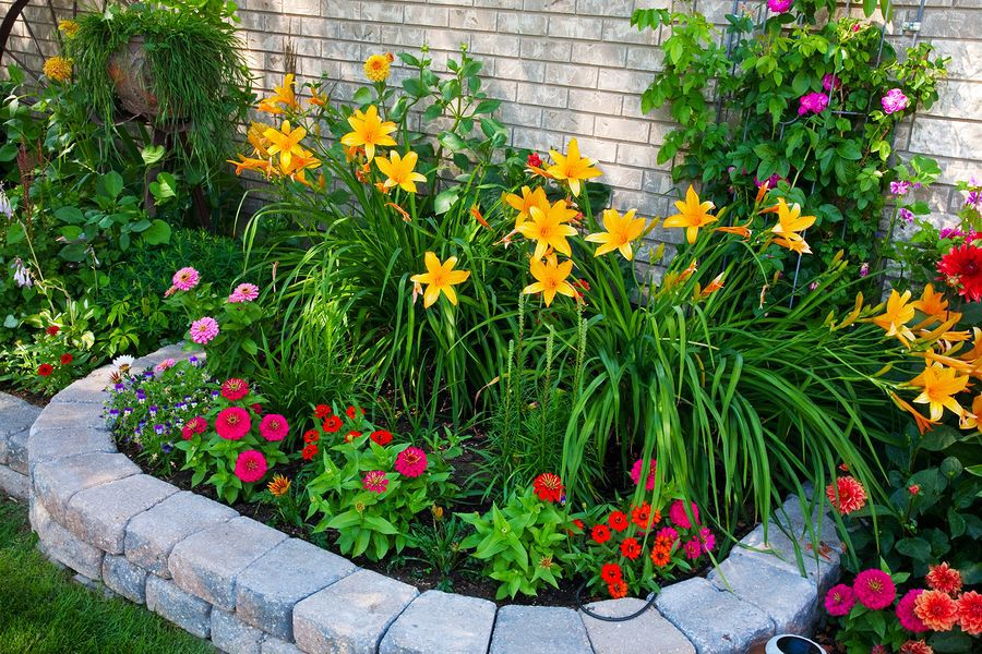 flower beds in front of house 22 ZXWFTSO