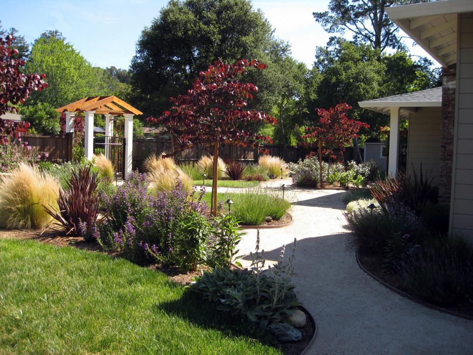 front yard landscaping ideas   hgtv GPHWEMH