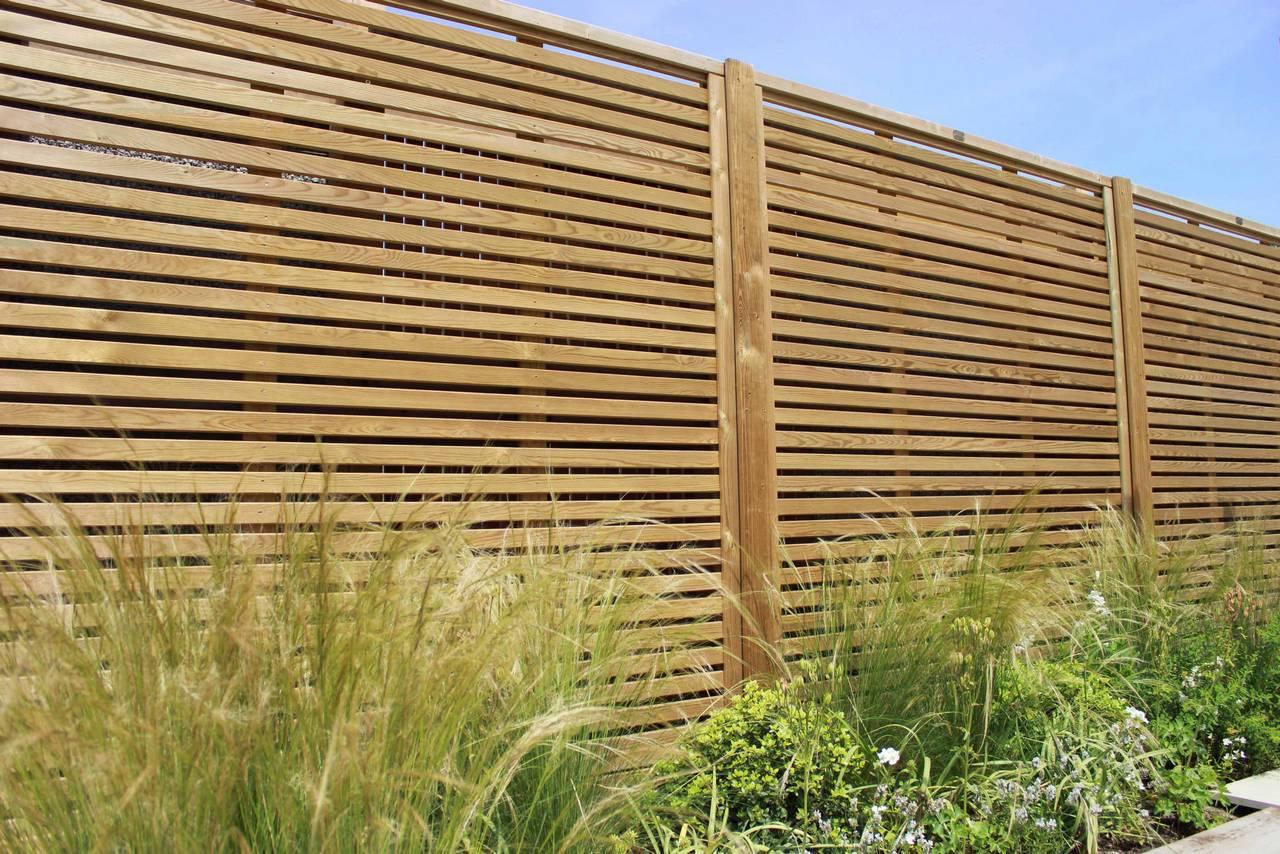 garden fencing panels venetian fencing situated in a garden VLBAATC