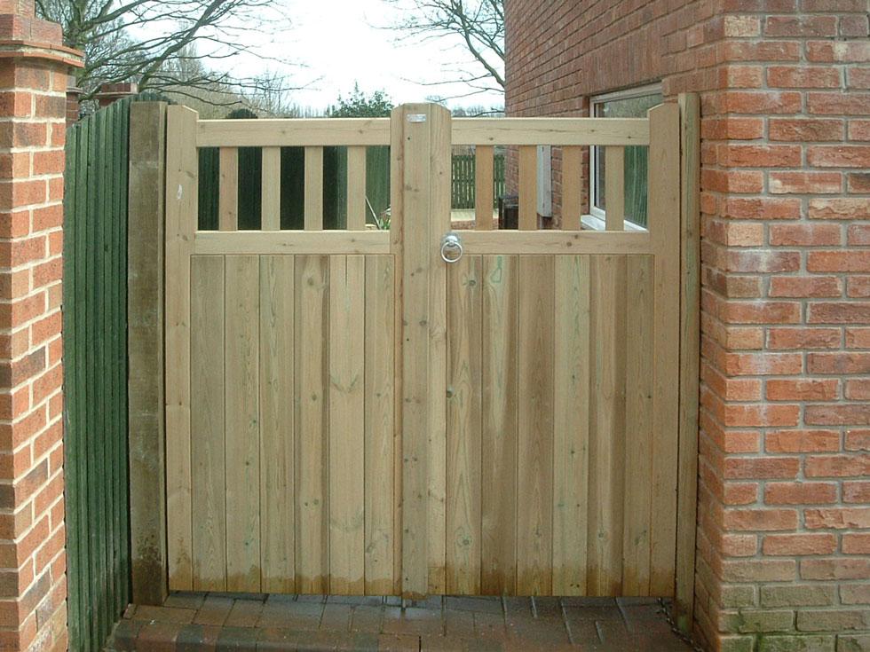 garden gates, darfield, south yorkshire EOMHEMZ