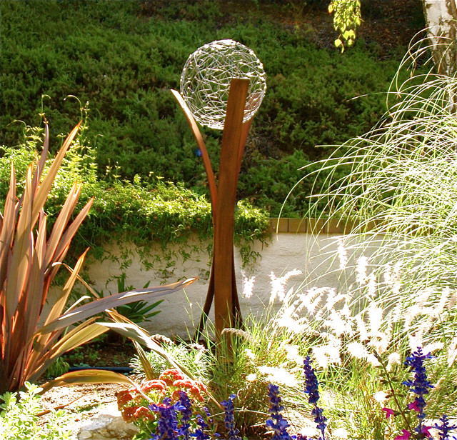 garden sculptures shape the landscape SVFXANV