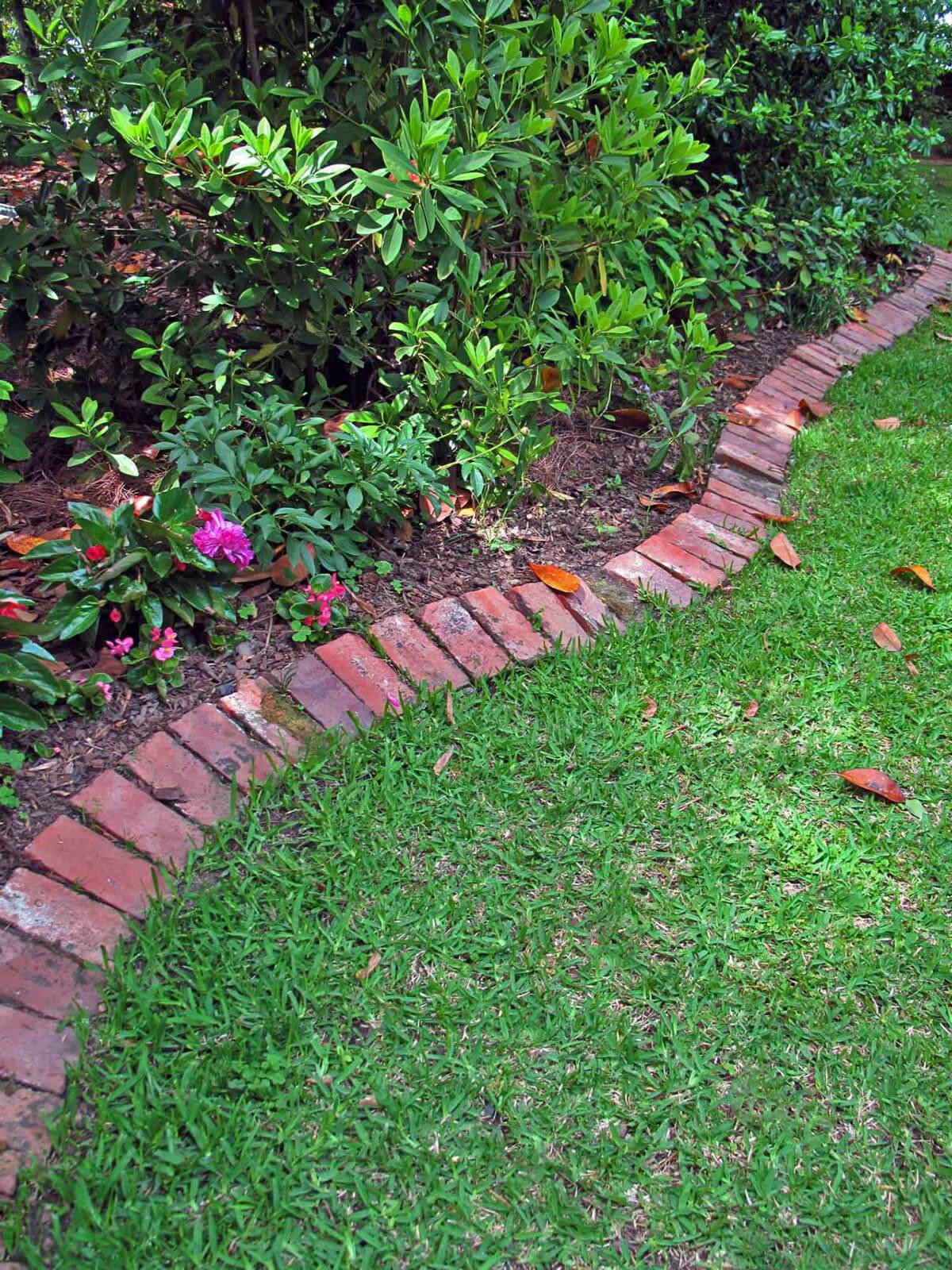 lawn edging ideas classic red brick lawn edge FYOWDQV