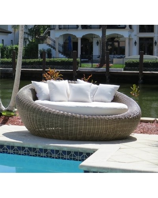 Tips for decorating patio daybed