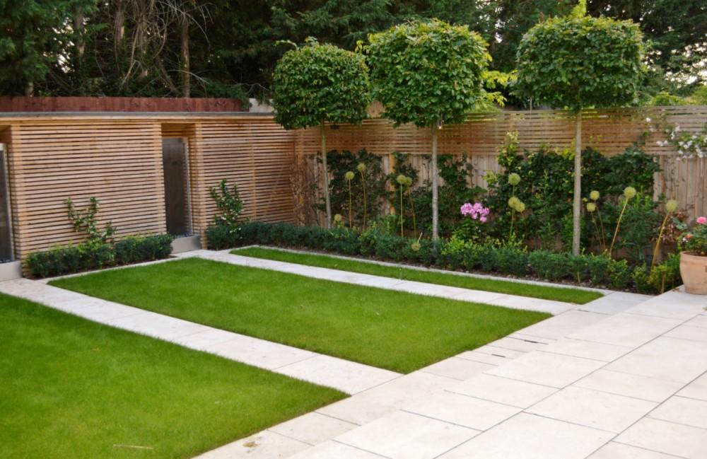 modern garden with contemporary slatted fence JGZVYIM