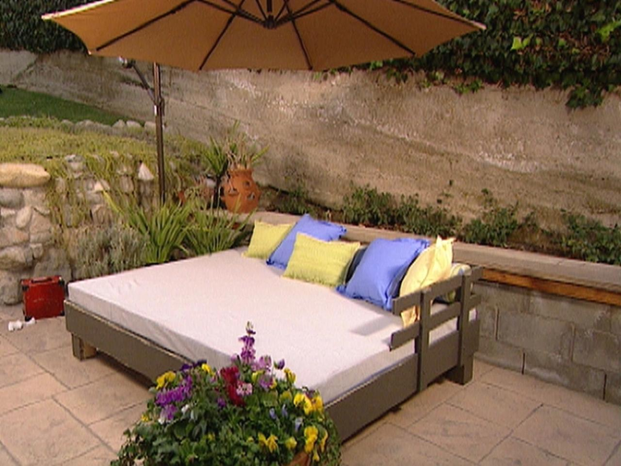 outdoor beds build an outdoor daybed HTKIRRG