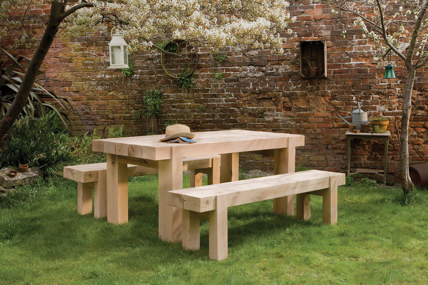 outdoor table the outdoor oak table BVSFNQB