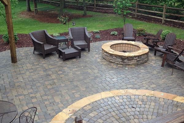 paver patio ideas innovative patio ideas with pavers here39s a raised curved paver patio with CIJLNZU