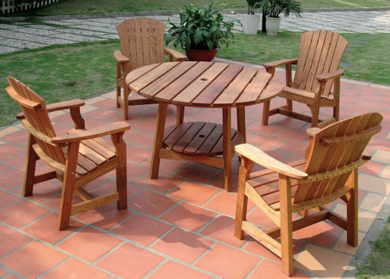 round picnic table with four deck chairs wooden patio furniture ideas ICZILFN