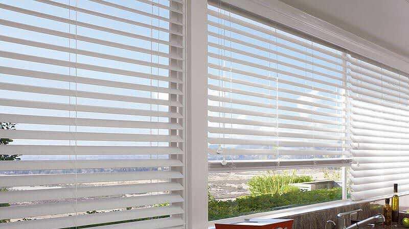 window blind wood-blinds-top-header SXCKXAT