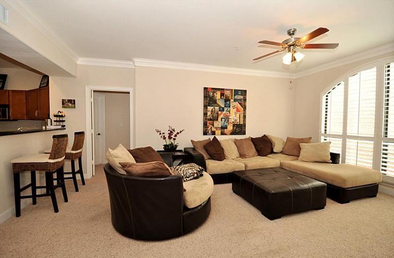 Brown, tan, and black living room! | Home Design Ideas | Home Decor