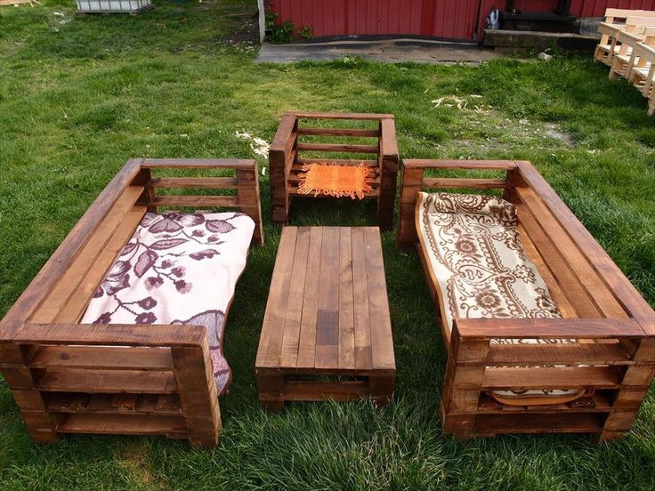 The process of adorning your garden with wooden garden furniture