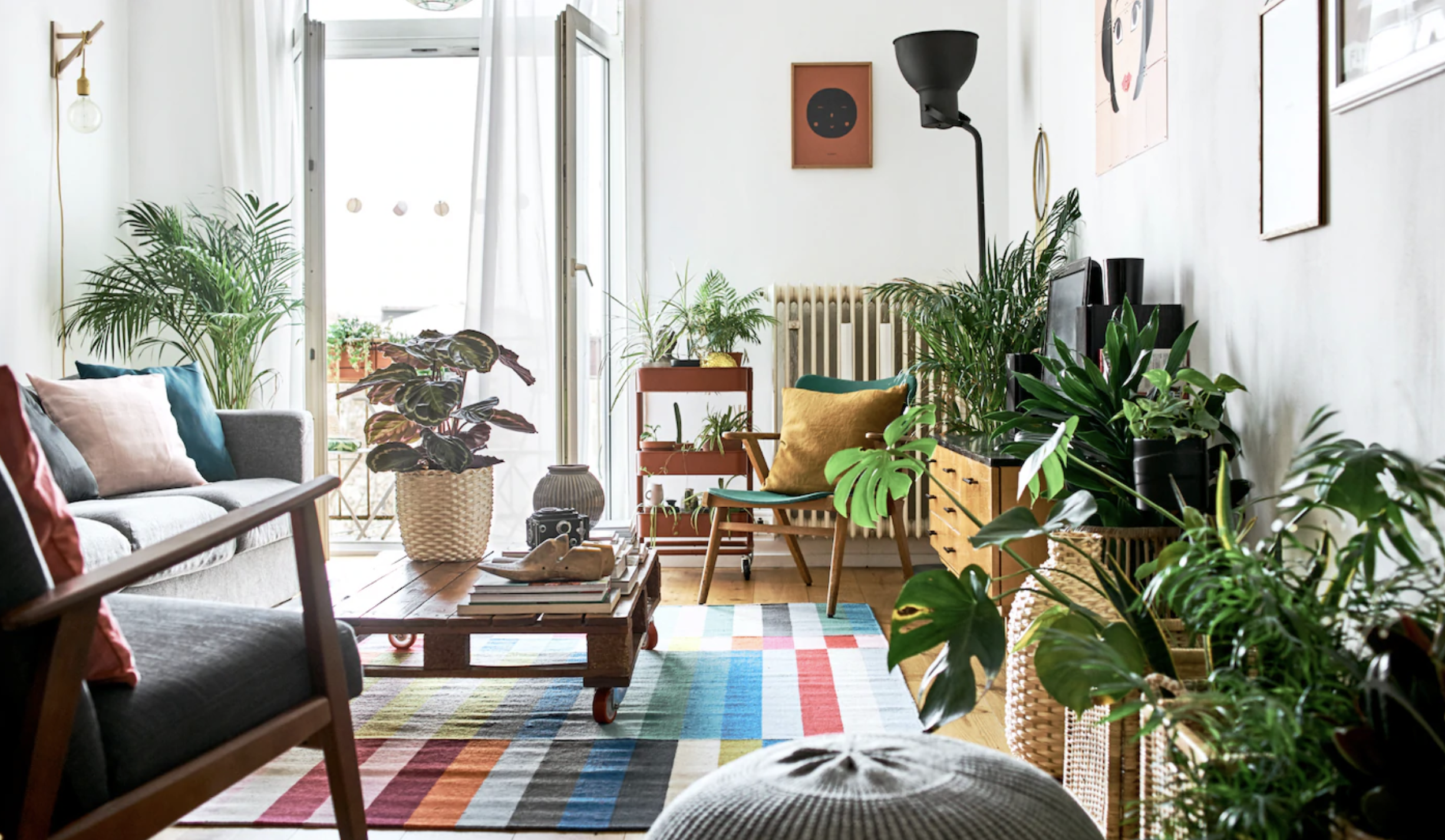 Living room ideas on a budget: fresh style at little to no money