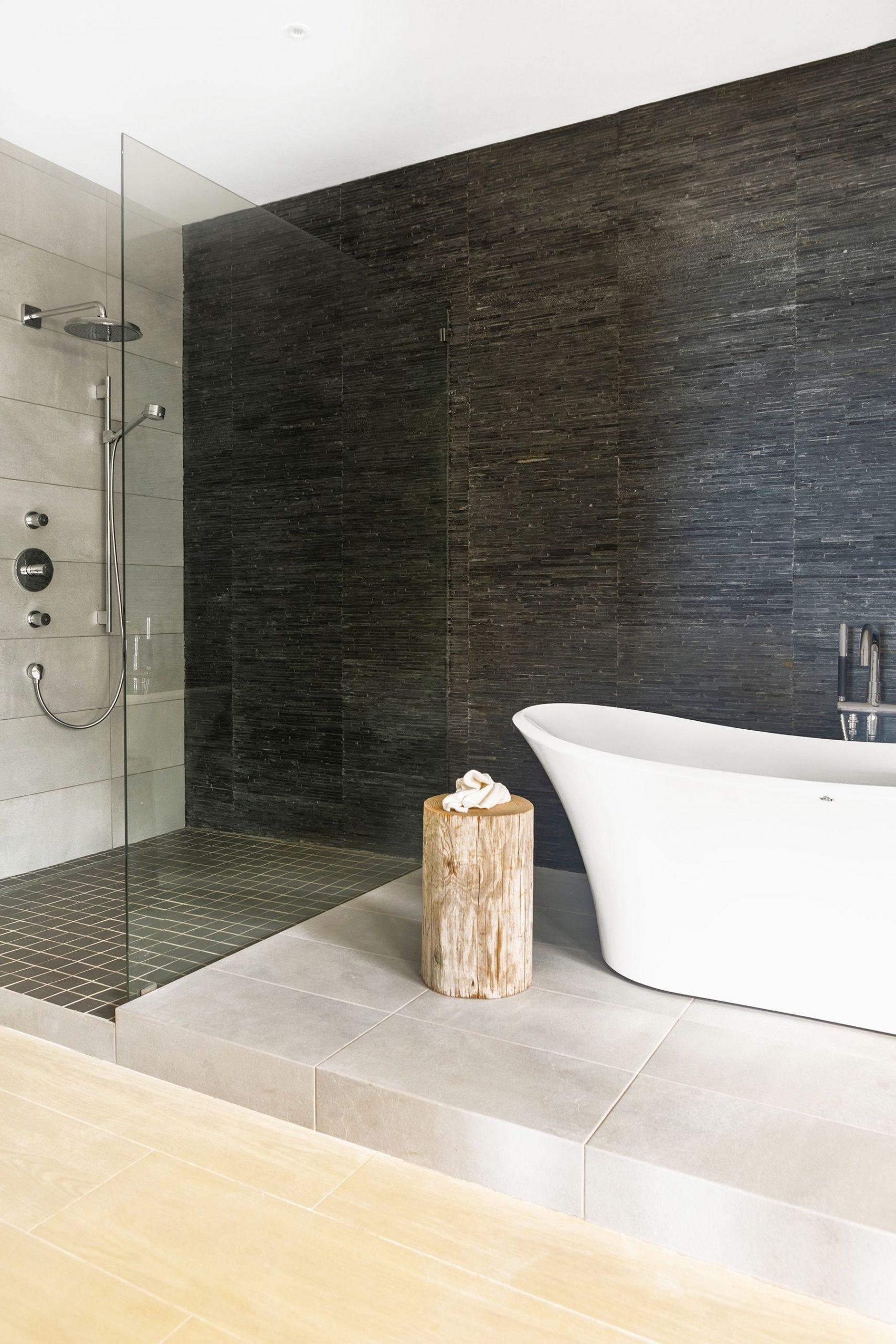 The main advantages of bathroom floor tile